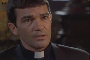 090929_movie-The-Body-2001-Antonio-Banderas-as-Jesuit-priest
