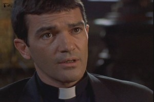 090929_movie-The-Body-2001-Antonio-Banderas-as-Jesuit-priest